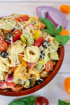 Italian-Tortellini-Salad-DelightfulEMade-vert2-683x1024